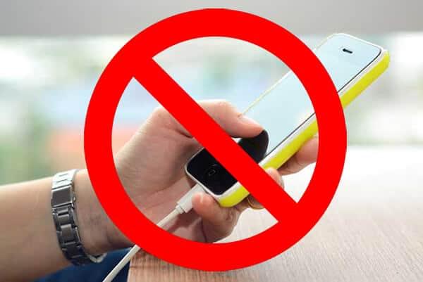 Tidak Menggunakan Smartphone Saat Dicas